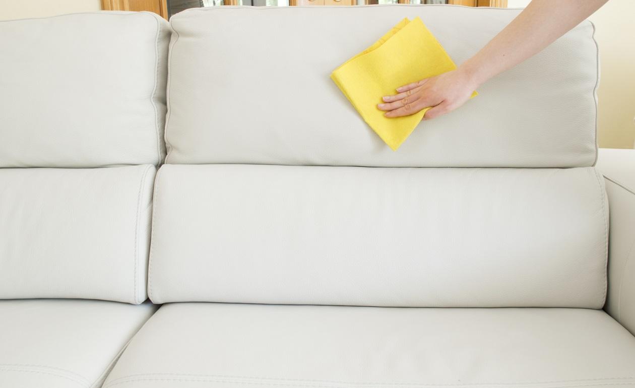 Sof s de piel c mo mantenerlos - Limpiar un sofa ...